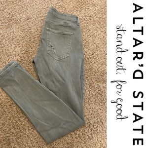 🌿 Altar'd State Green Distressed Cropped Jeans 🌿